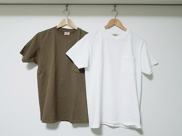 2枚のGoodwearのTシャツ